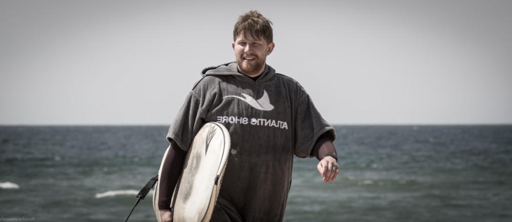 Surf Poncho - Umziehen ohne Frieren - coldwatermag